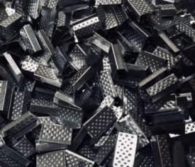 Скрепа для полипропиленовой ленты 12 мм, металлическая черная